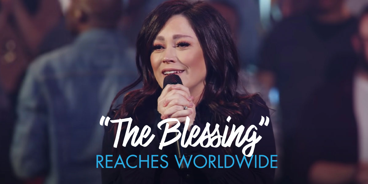 "Kari Jobe Sings ""The Blessing"""
